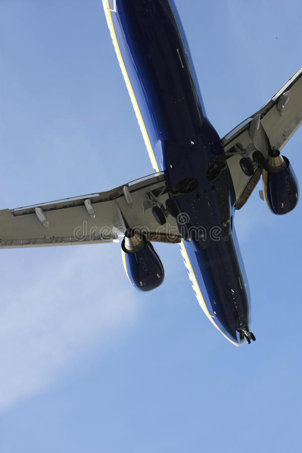 Download Airliner Makes Its Landing Approach Stock Photo - Image of aviation, airline: 13881568