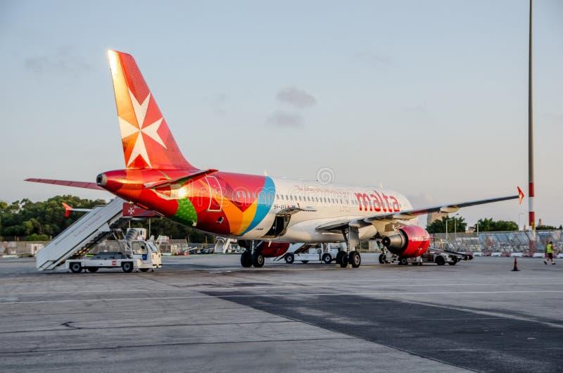 Airmaltavliegtuig bij de Internationale Luchthaven van Malta stock afbeelding