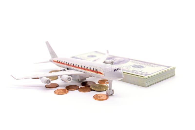 Airplan en Dollar op witte achtergrond wordt geïsoleerd die royalty-vrije stock fotografie