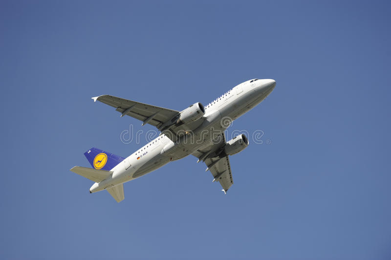 Download Airplane Airbus A319 Editorial Image - Image: 13190080
