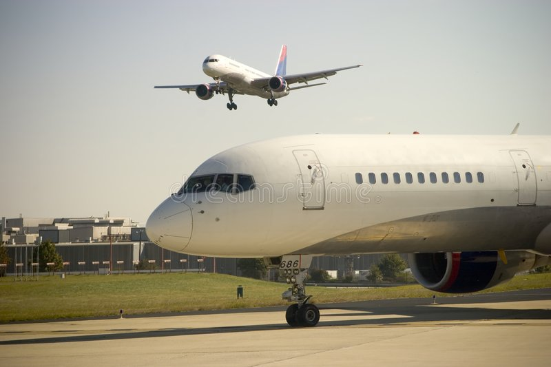 Download Airplane Approach Royalty Free Stock Photo - Image: 1408595