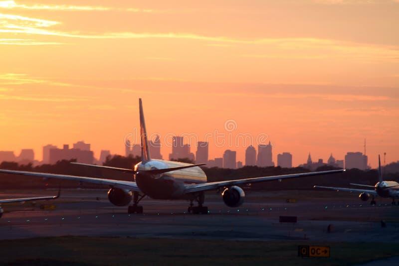 Airplane before New York skyline royalty free stock photos