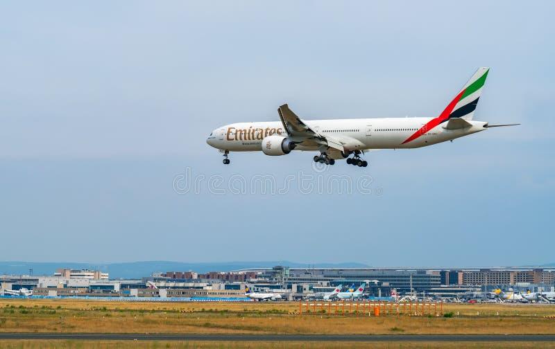 AIRPORT FRANCOFORTE, GERMANIA: 23 GIUGNO 2017: Boeing 777-300ER Emira immagini stock