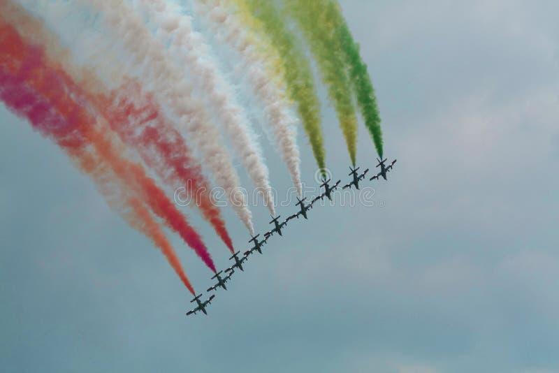 Airshow με τα αεριωθούμενα αεροπλάνα και τα ελικόπτερα στοκ φωτογραφία με δικαίωμα ελεύθερης χρήσης
