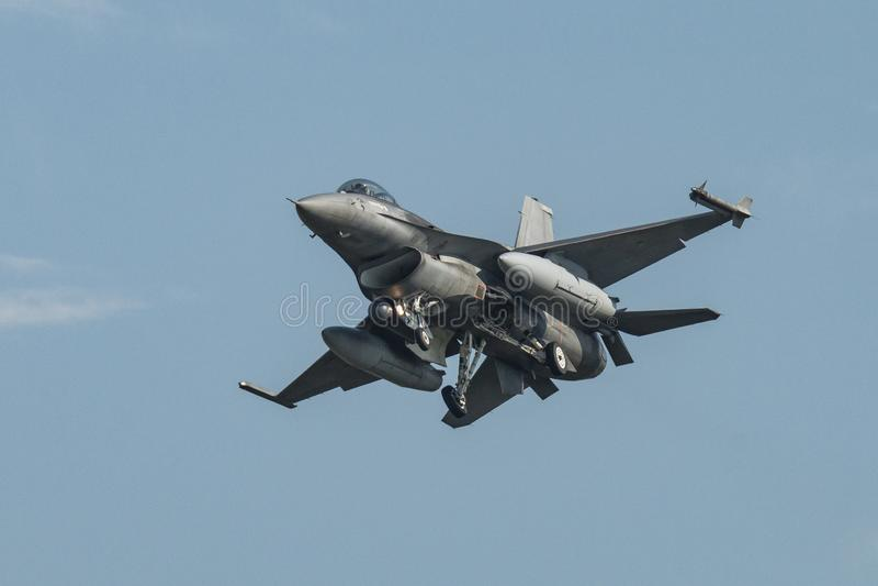 Airshow με τα αεριωθούμενα αεροπλάνα και τα ελικόπτερα στοκ εικόνες
