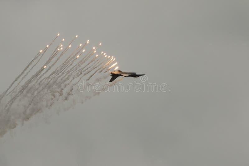 Airshow με τα αεριωθούμενα αεροπλάνα και τα ελικόπτερα στοκ εικόνα με δικαίωμα ελεύθερης χρήσης