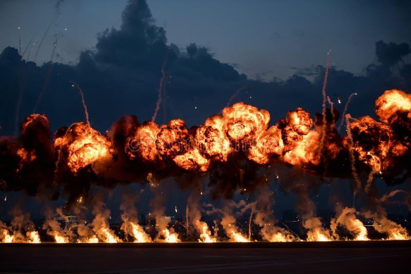 Airshow demonstrationer med brandtryckvågor för hög sprängmedel arkivfoton