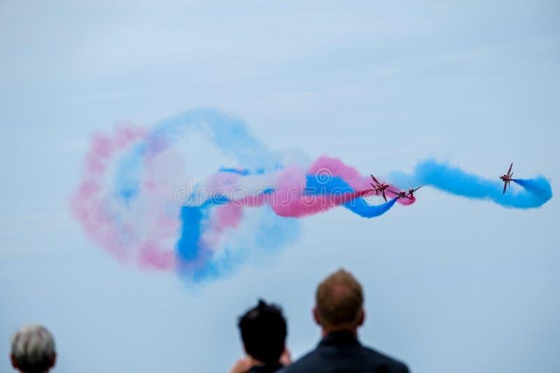 Airshow di sorveglianza della gente a Leeuwarden, Paesi Bassi immagini stock