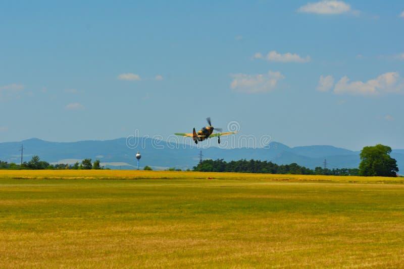 Airshow memorável Aviões Jak-9 em combates da feira da aviação e de ar do século imagem de stock royalty free