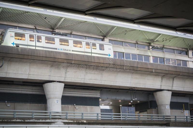 AirTrain på flygplatsen för JFK New York royaltyfri foto