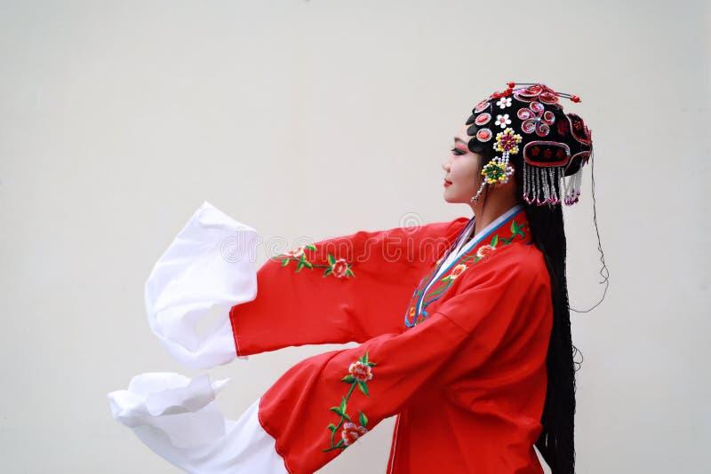 Aisa kobiety Peking Pekin opery Chińscy kostiumy uprawiają ogródek Porcelanowego tradycyjnego rola dramata białego tła antycznego obrazy royalty free