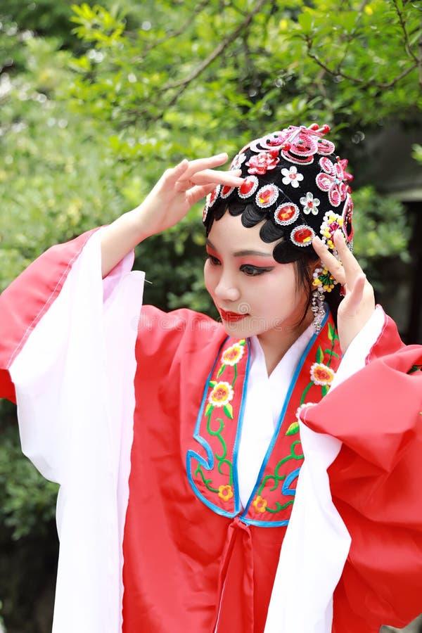 Aisa kobiety Peking Pekin opery kostiumów pawilonu Chińskiego ogródu dramata sztuki sukni Porcelanowy tradycyjny rola wykonuje an zdjęcie royalty free