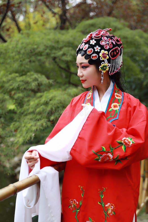 Aisa kobiety Peking Pekin opery kostiumów pawilonu Chińskiego ogródu dramata sztuki sukni tana Porcelanowy tradycyjny rola wykonu fotografia stock