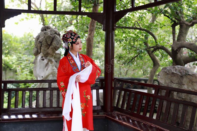 Aisa kobiety Peking Pekin opery kostiumów pawilonu Chińskiego ogródu dramata sztuki sukni tana Porcelanowy tradycyjny rola wykonu obraz stock