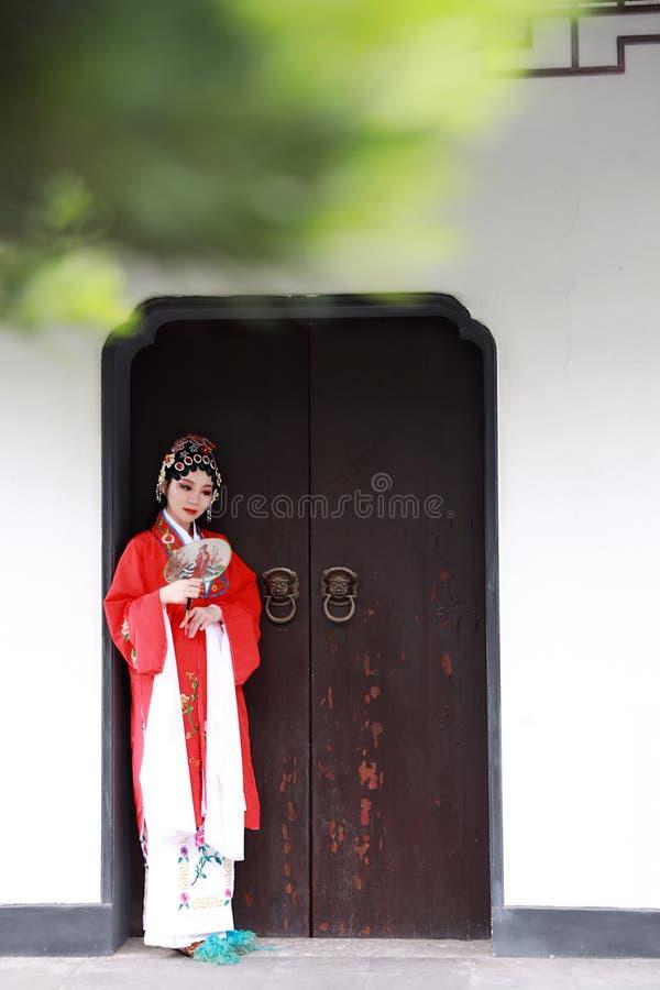 Aisa presteert de Chinese van de Operakostuums van vrouwenpeking Peking van de het Paviljoentuin van het de roldrama van China tr stock foto's