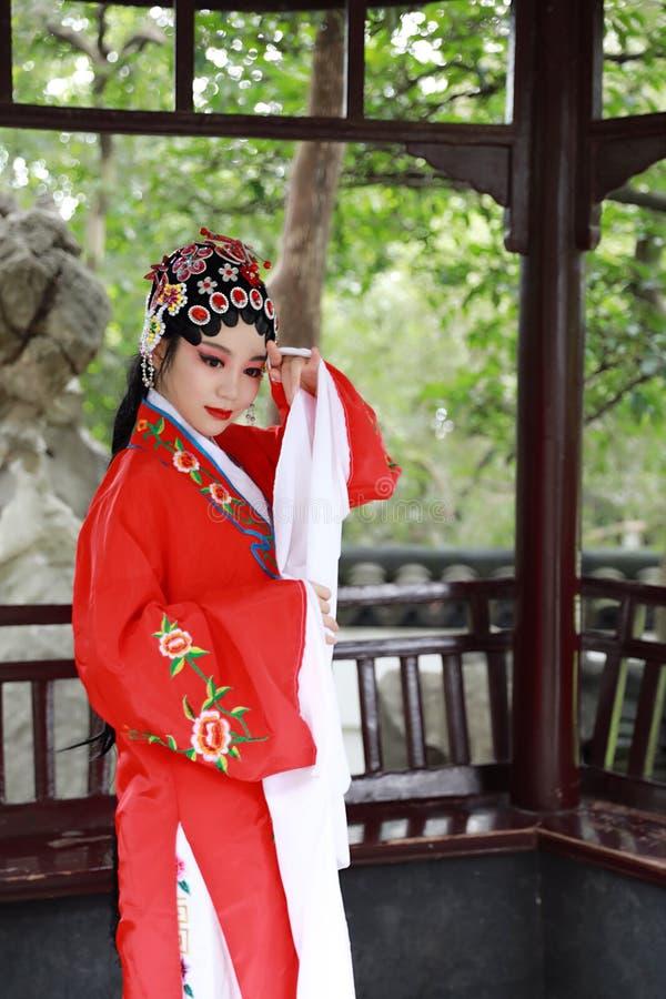 Aisa voert de Chinese van de Operakostuums van actricepeking Peking van de het Paviljoentuin van het de roldrama van China tradit stock afbeelding