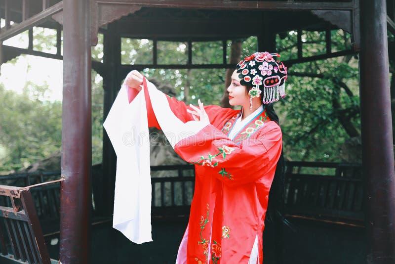 Aisa voert de Chinese van de Operakostuums van actricepeking Peking van de het Paviljoentuin van het de roldrama van China tradit royalty-vrije stock afbeelding