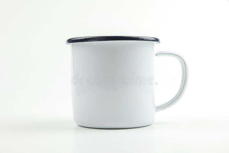 Aislante blanco de la taza de la lata en el fondo blanco fotografía de archivo