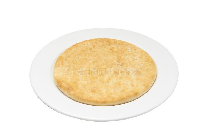 Aislante y trayectoria de recortes de la pasta de la pizza en la placa blanca imagen de archivo
