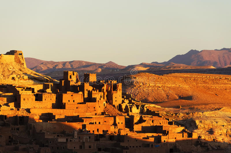Ait Benhaddou kasbah, κατά μήκος της προηγούμενης διαδρομής τροχόσπιτων στοκ εικόνες