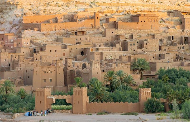 Ait Benhaddou kasbah, κατά μήκος της προηγούμενης διαδρομής τροχόσπιτων στοκ εικόνα