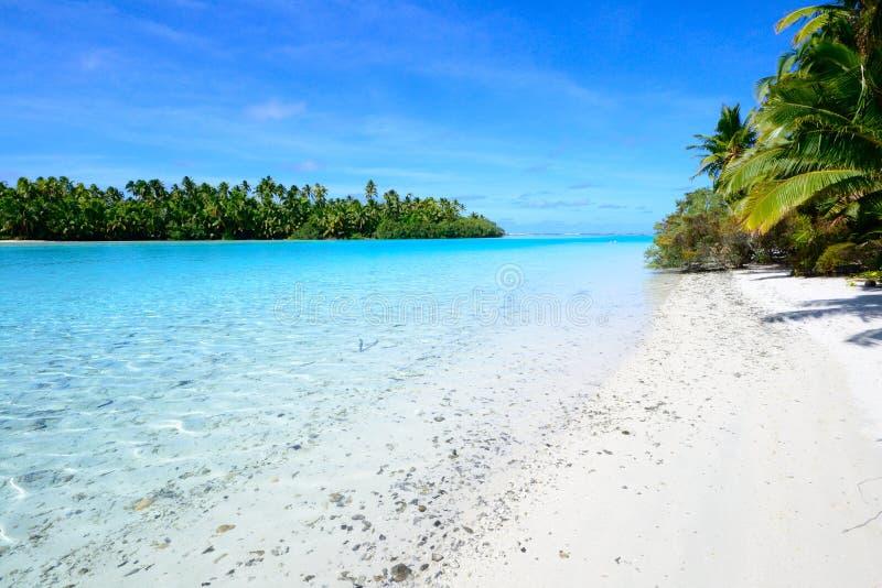 Aitutaki盐水湖,一个英尺海岛 图库摄影