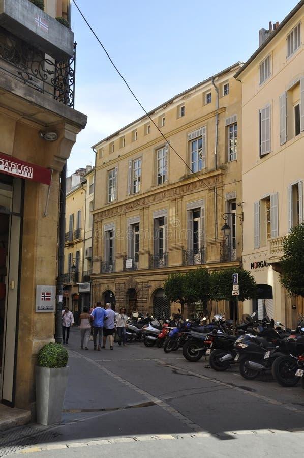 Aix-en-Provence, 10 de septiembre: Vista de la calle desde el centro de Aix-en-Provence al sur de Francia fotos de archivo