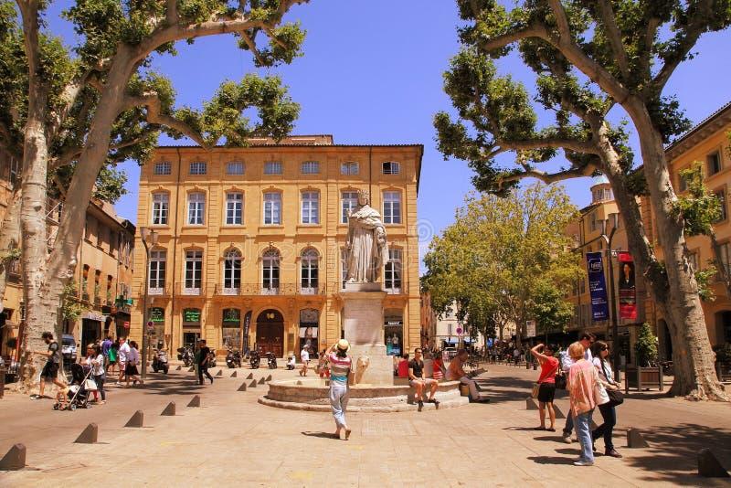 Aix-en-Provence, FRANCIA - 1° luglio 2014: Cours Mirabeau, Aix-en immagini stock libere da diritti