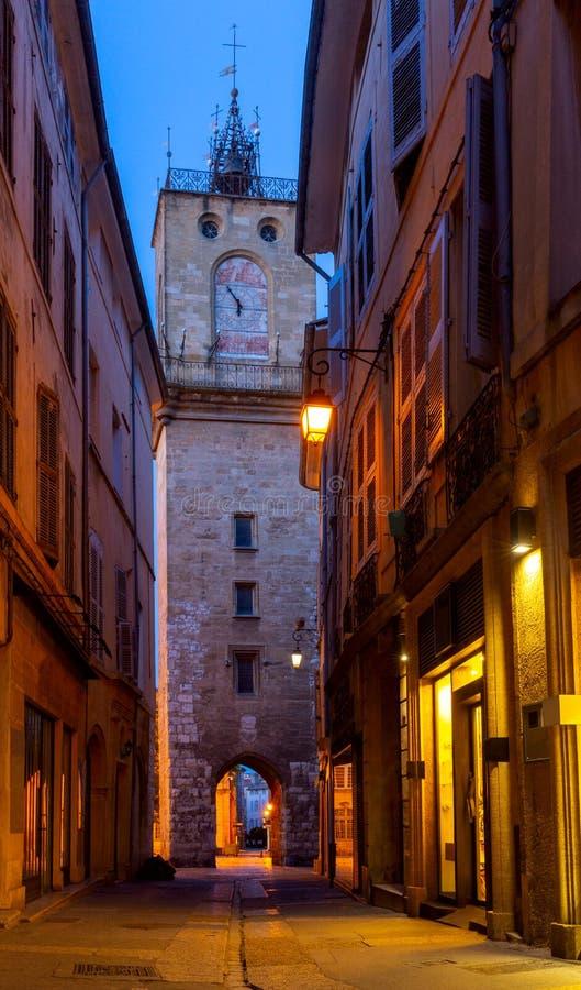 Aix-en-Provence Rua estreita velha no centro histórico da cidade imagem de stock royalty free