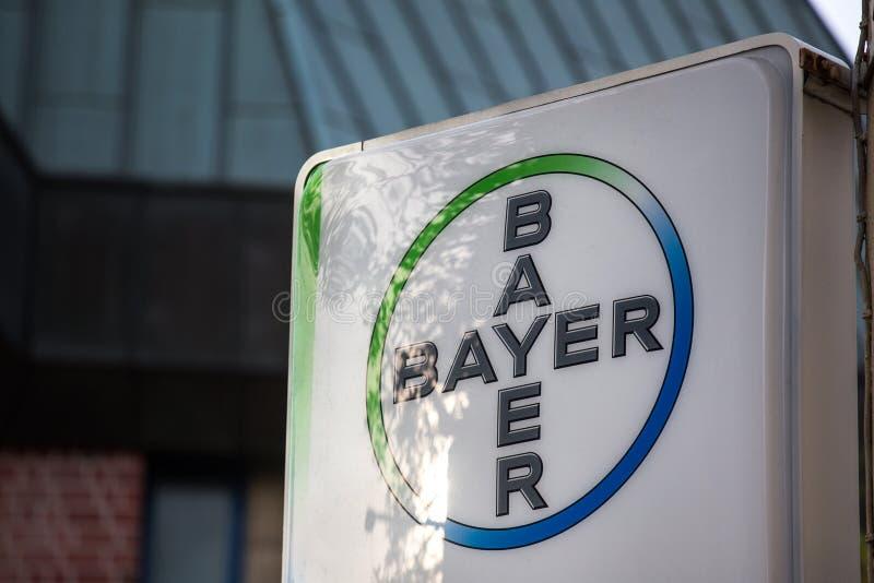 Aix-la-Chapelle, Reno-Westphalia norte/Alemanha - 06 11 18: bayer assina dentro Aix-la-Chapelle Alemanha fotos de stock
