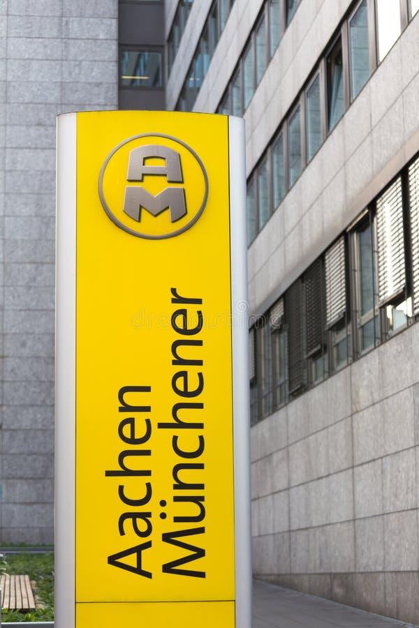 Aix-la-Chapelle, Reno-Westphalia norte/Alemanha - 06 11 18: o nchener do ¼ do mà do aachener assina dentro Aix-la-Chapelle Aleman foto de stock