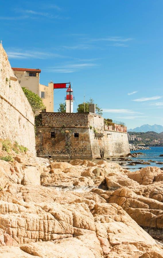 Ajacio, ciudadela con la torre blanca del faro, Córcega, Francia fotografía de archivo