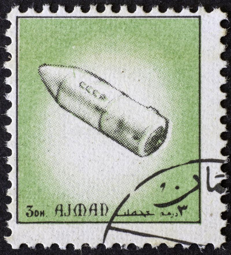 AJAJMAN/MANAMA - CIRCA 1972: Γραμματόσημο που τυπώνεται από Ajman για την ιστορία του διαστήματος, στοκ εικόνες