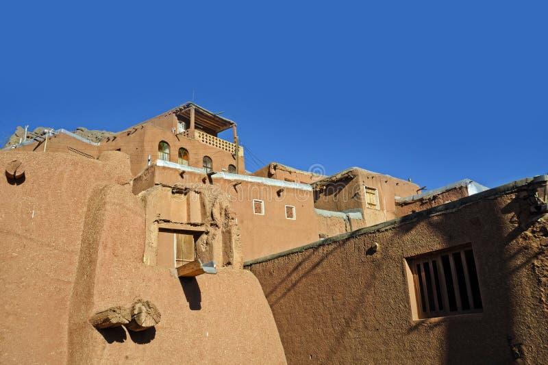 Ajardine casas tradicionais da argila vermelha da vista na aldeia da montanha do deserto do condado de Abyaneh de Natanz Isfahan  imagem de stock royalty free