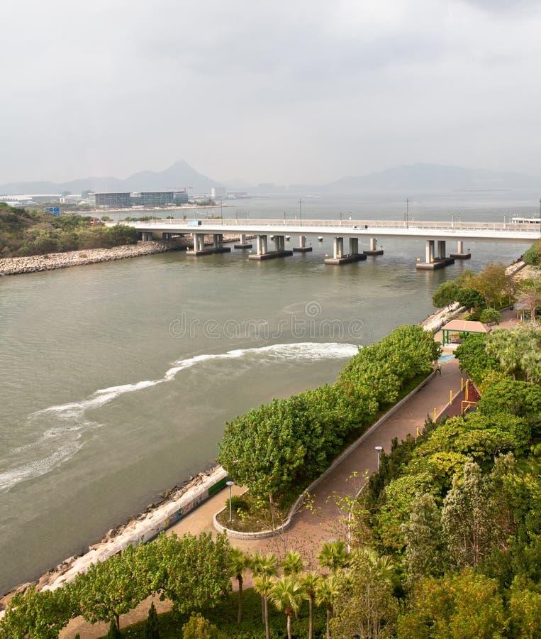 Água do rio suja em Hong Kong fotografia de stock