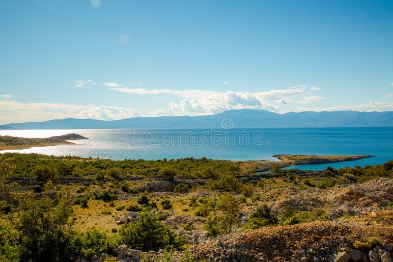 Ajardine con el mar, de la costa foto de archivo libre de regalías