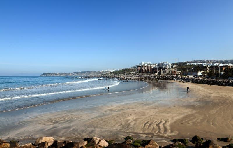 Ajardine con la playa arenosa de Tánger, Marruecos, África imágenes de archivo libres de regalías