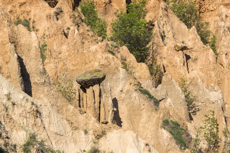 Ajardine con las pirámides de Stob de la formación de roca, montaña de Rila, región de Kyustendil, Bulgaria imágenes de archivo libres de regalías