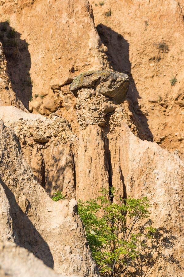 Ajardine con las pirámides de Stob de la formación de roca, montaña de Rila, región de Kyustendil, Bulgaria imagen de archivo libre de regalías