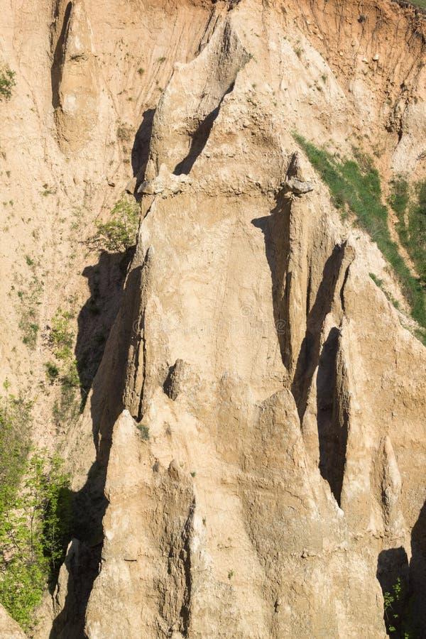 Ajardine con las pirámides de Stob de la formación de roca, montaña de Rila, región de Kyustendil, Bulgaria fotografía de archivo