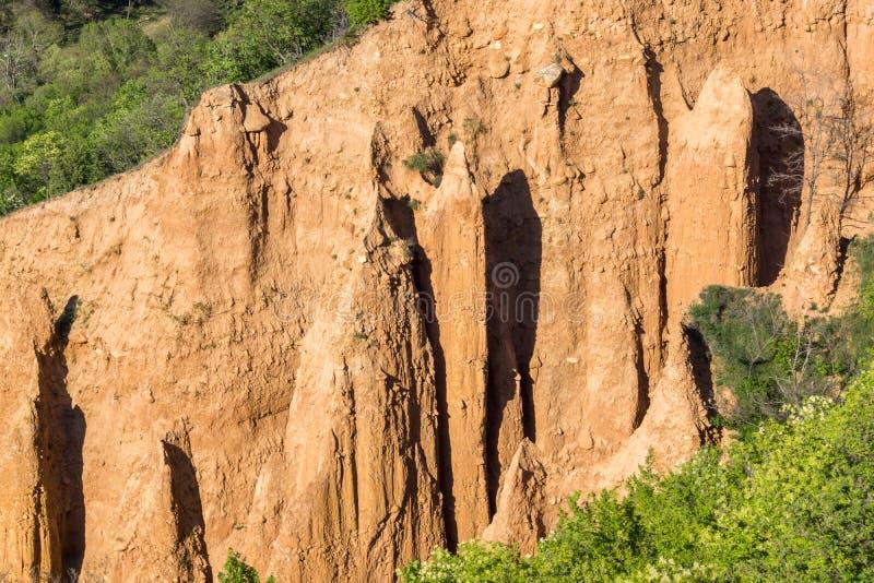 Ajardine con las pirámides de Stob de la formación de roca, montaña de Rila, región de Kyustendil, Bulgaria imagen de archivo