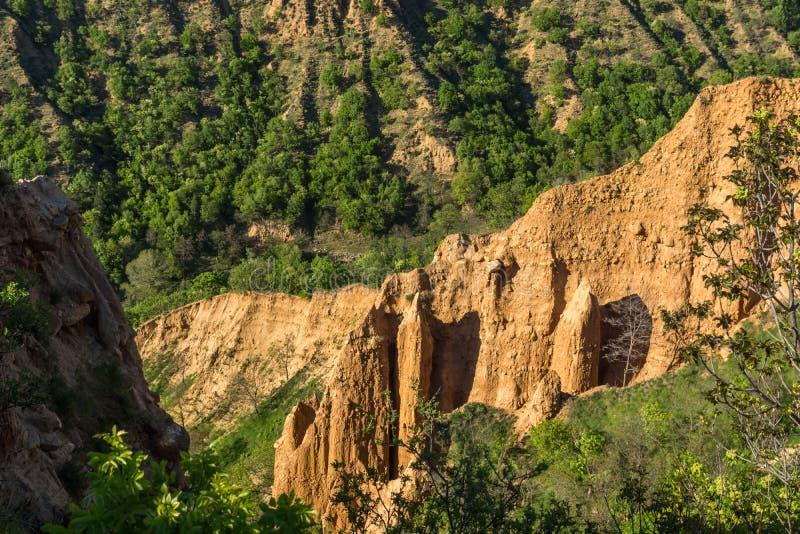 Ajardine con las pirámides de Stob de la formación de roca, montaña de Rila, región de Kyustendil, Bulgaria foto de archivo libre de regalías