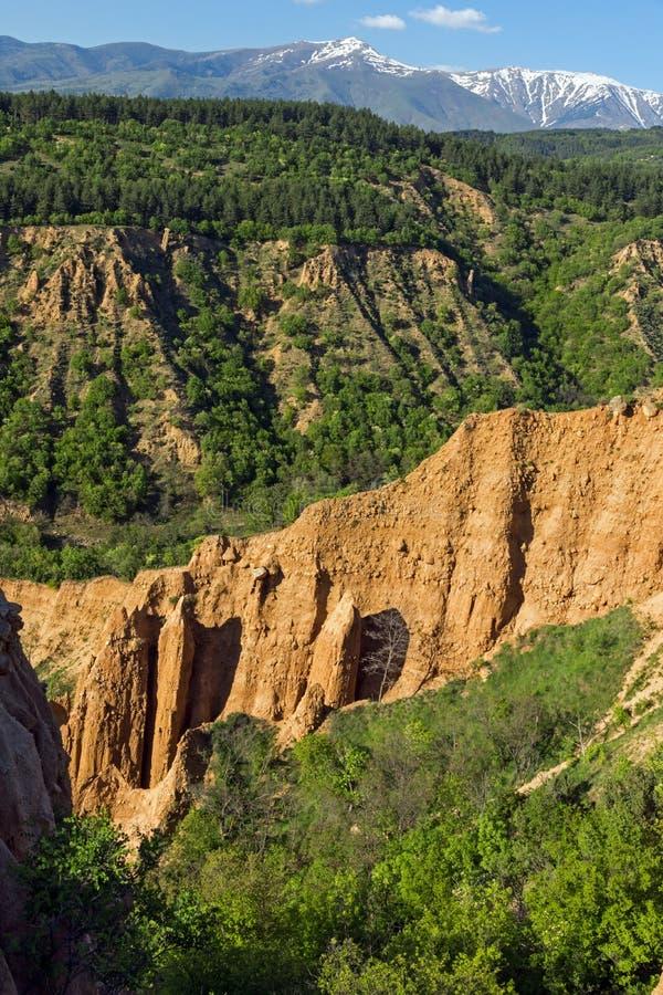 Ajardine con las pirámides de Stob de la formación de roca, montaña de Rila, región de Kyustendil, Bulgaria fotografía de archivo libre de regalías