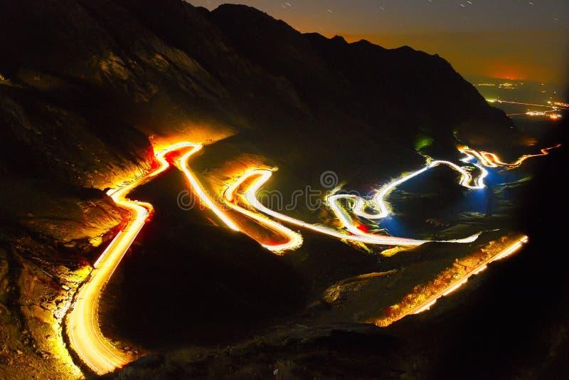 Ajardine das montanhas rochosas de Fagaras em Romênia na soma foto de stock royalty free