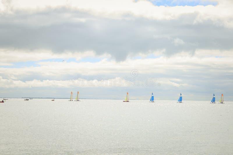 Ajardine de la costa atlántica de una isla francesa imagenes de archivo