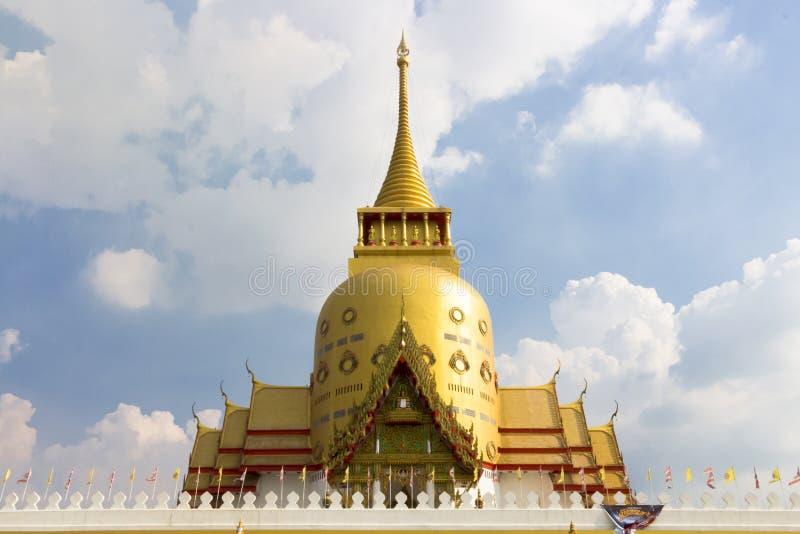 Ajardine, el templo tailandés, iglesia grande de la pagoda, en fondo del cielo, arquitectura hermosa fotos de archivo