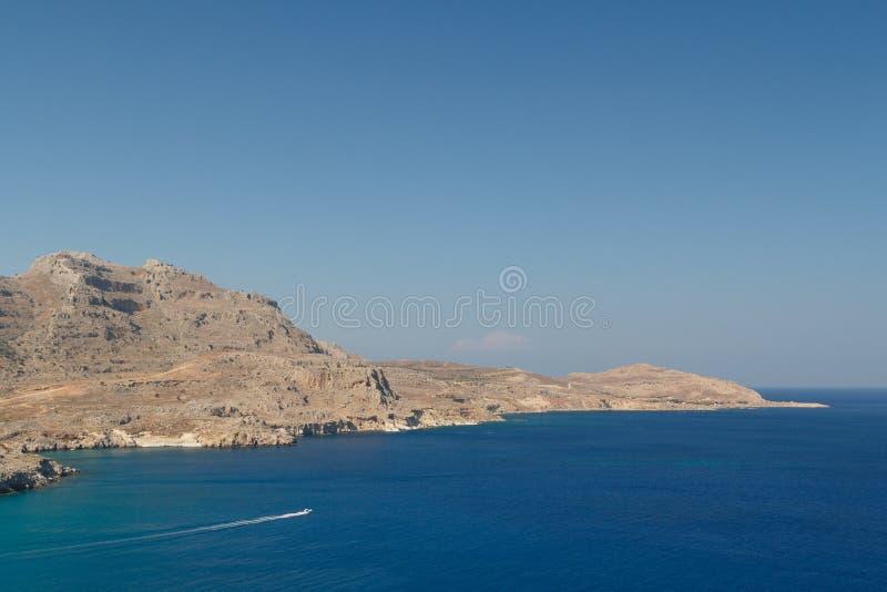Ajardine em torno do castelo medieval de Feraklos, ilha do Rodes fotografia de stock