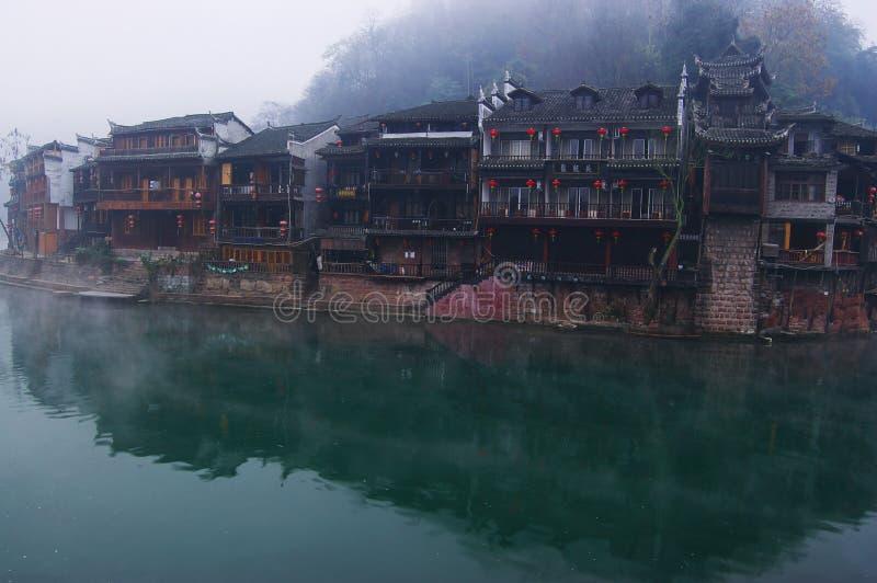 Ajardine en el río fotografía de archivo