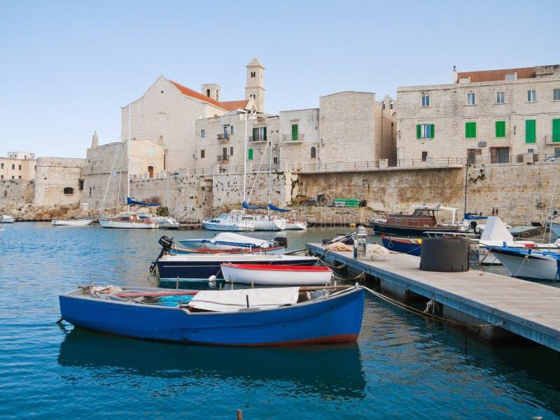 Ajardine la vista del puerto de Giovinazzo. Apulia. fotografía de archivo libre de regalías