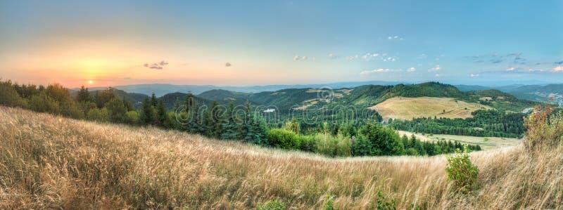 Ajardine, vea de Paradajs hacia la montaña de Vtacnik fotografía de archivo